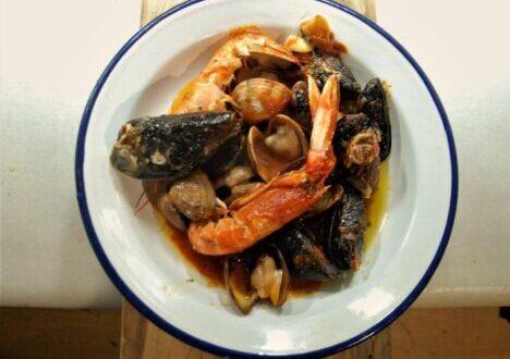 Resultado de imagen de Cockles and Mussels (berberechos y mejillones)